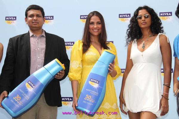 Lara Dutta, Mandira Bedi Nivea Launch -  Lara Dutta, Mandira Bedi at the launch of NIVEA Sun