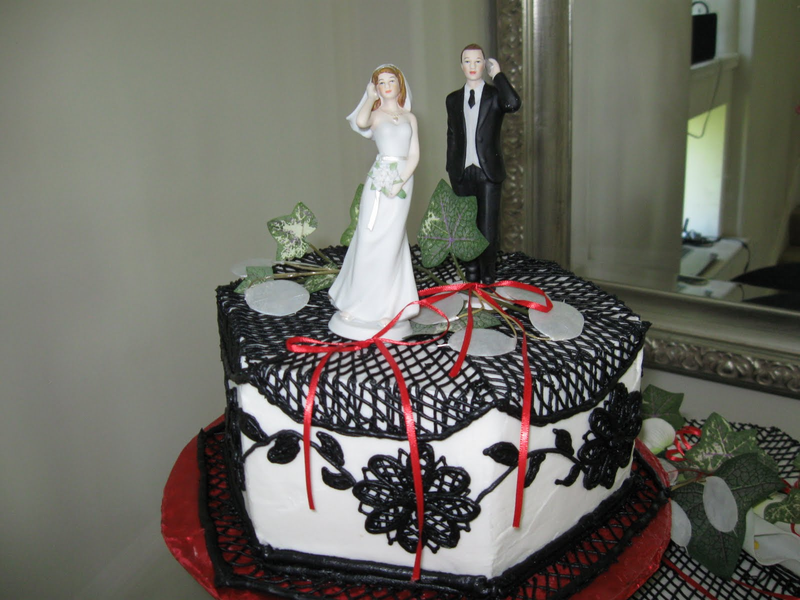 Black And White And Red Wedding Cakes images