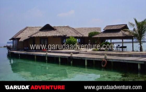 Restoran terapung di Pulau Pelangi