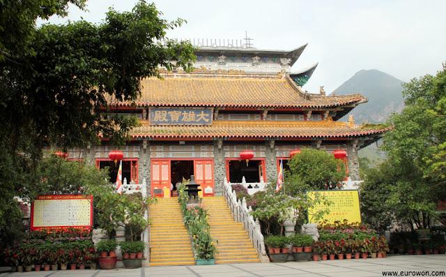 Templo Po Lin en la isla Lantau de Hong Kong
