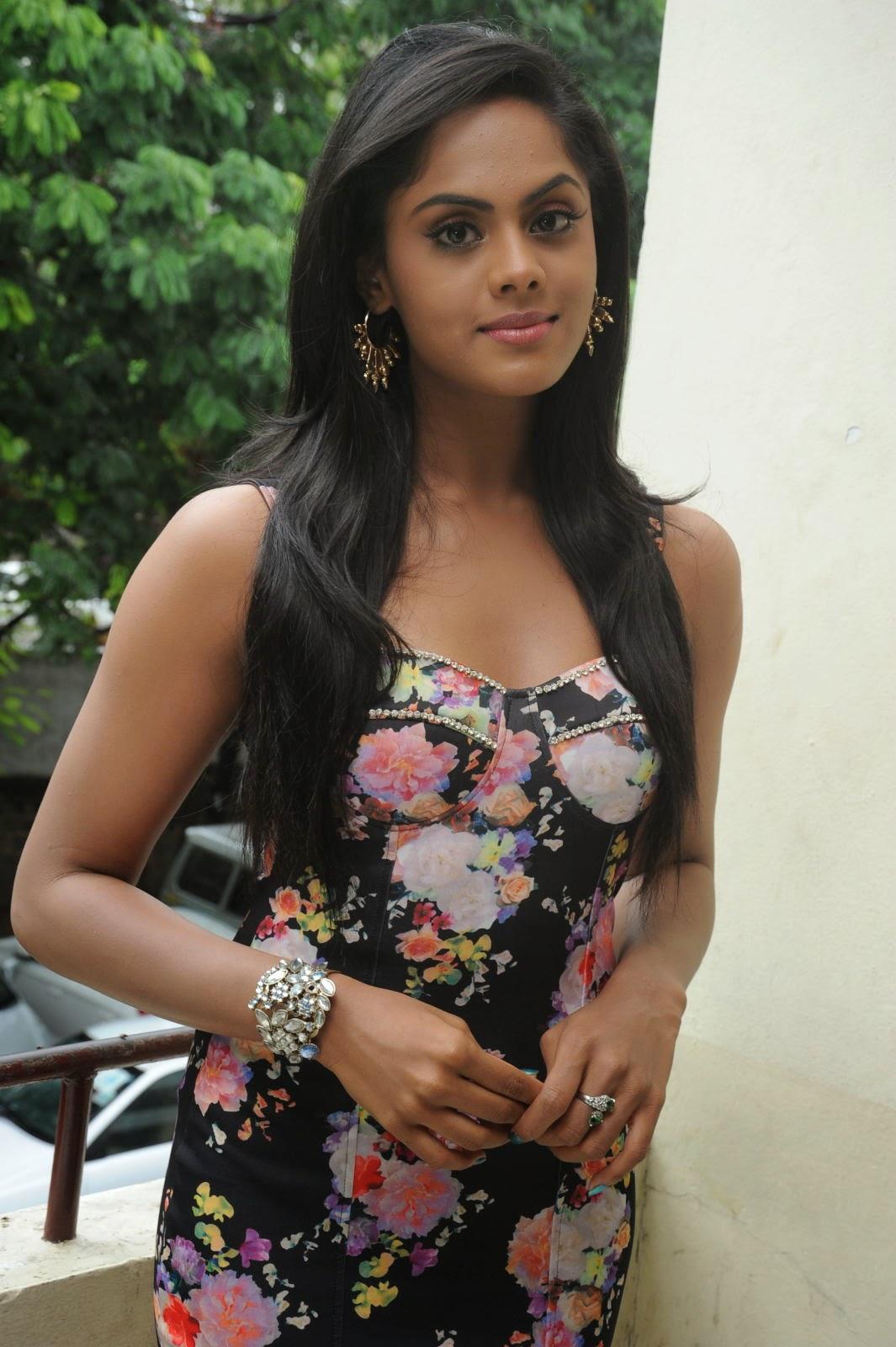 Karthika Nair latest photo shoot-HQ-Photo-19