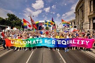 Ambasada Suediei din Bucureşti continuă să promoveze cu înverșunare sărbătorile sodomiei...