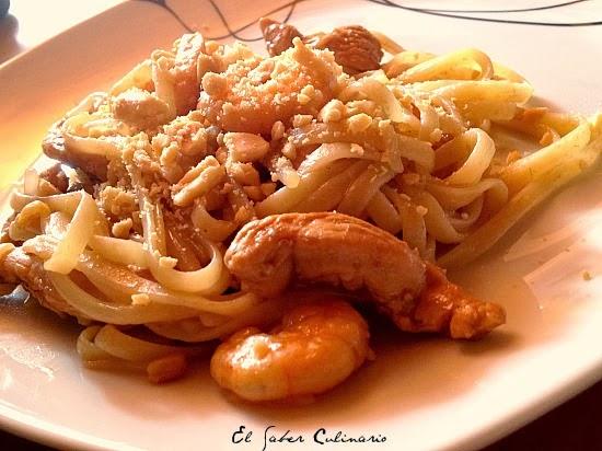receta-facil-pad-thai-pollo-langostinos