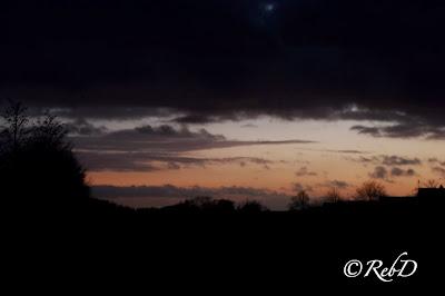 solnedgång med landskap i siluett. foto: Reb Dutius