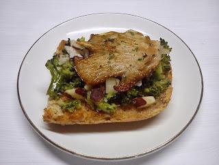 Bruschetta Vegana de Pesto de Brocoli con Nueces y Setas