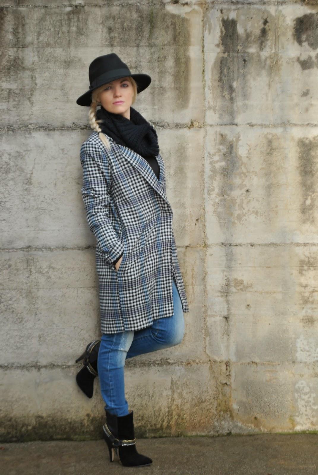 outfit cappotto oversize cappello fedora nero  sciarpa nera in lana outfit dicembre 2014