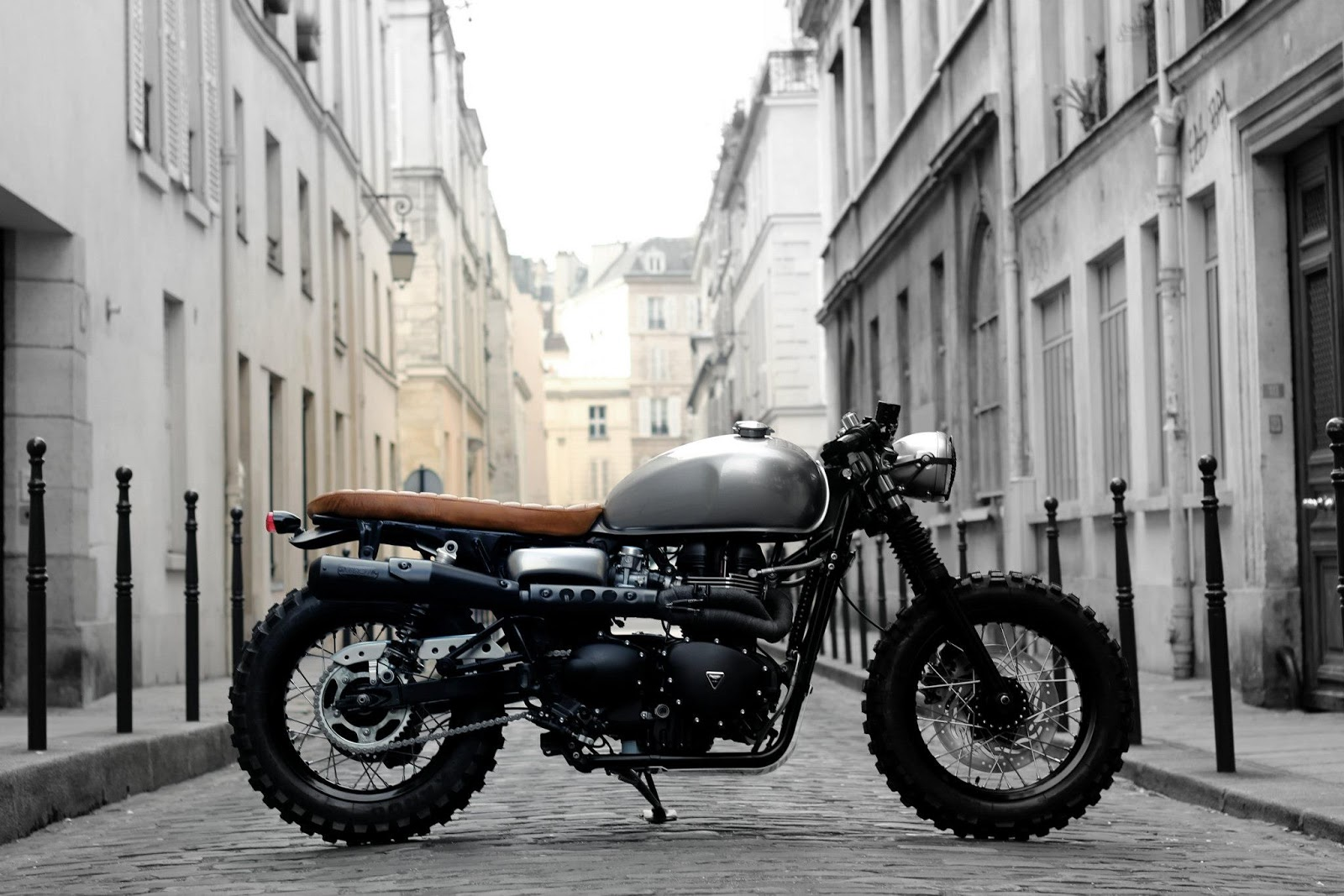 Racing caf triumph cafe track by vintage racers for Garage ad paris