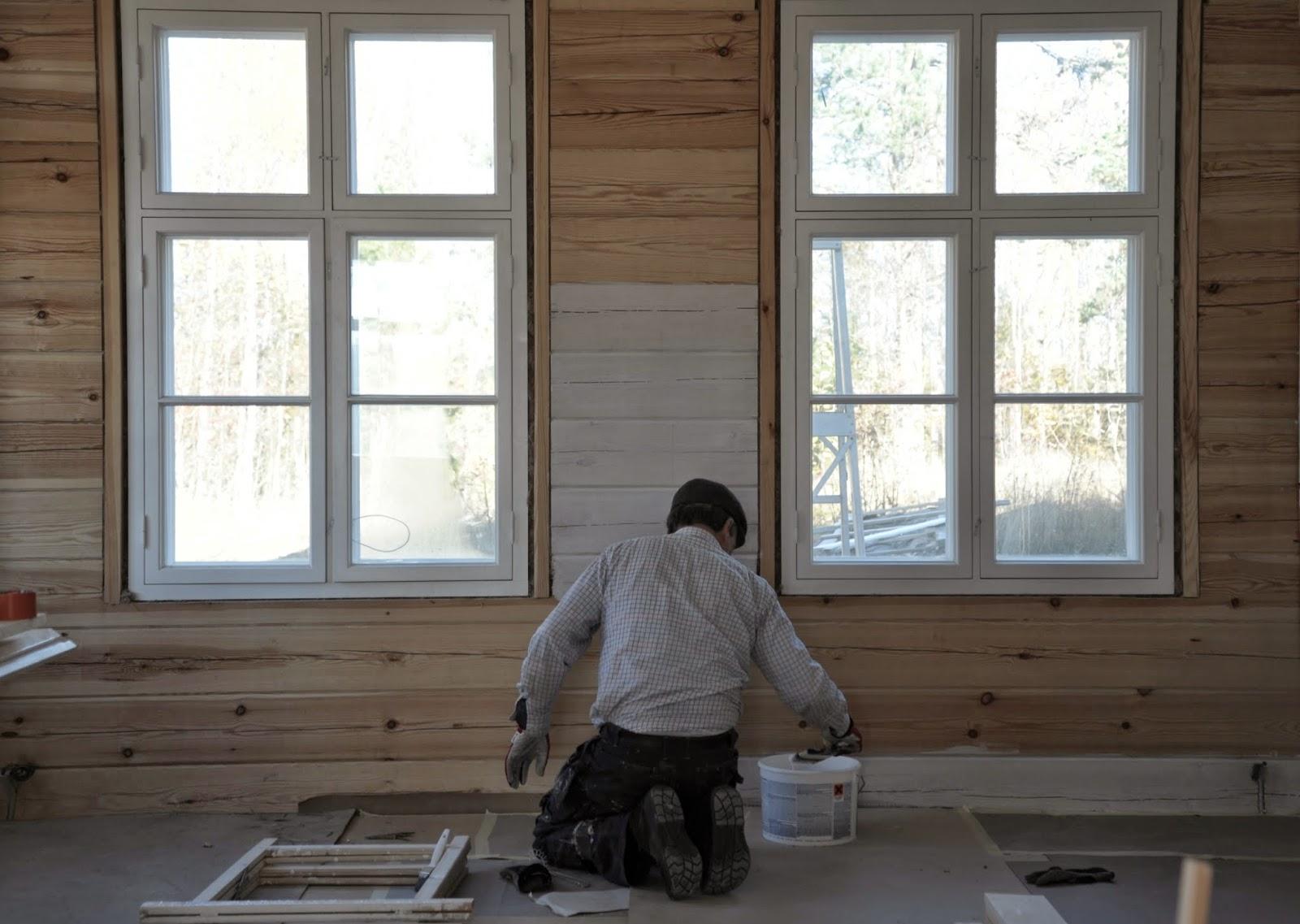 P ö m p e l i Salin seinien maalaus ja pihamaan siivousta