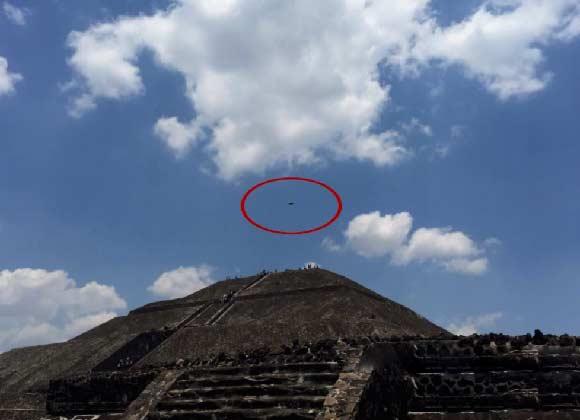 Avistan un OVNI sobre la pirámide del Sol en México