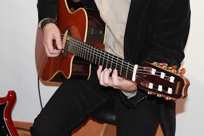 Cara Bermain Gitar Akustik Untuk Pemula