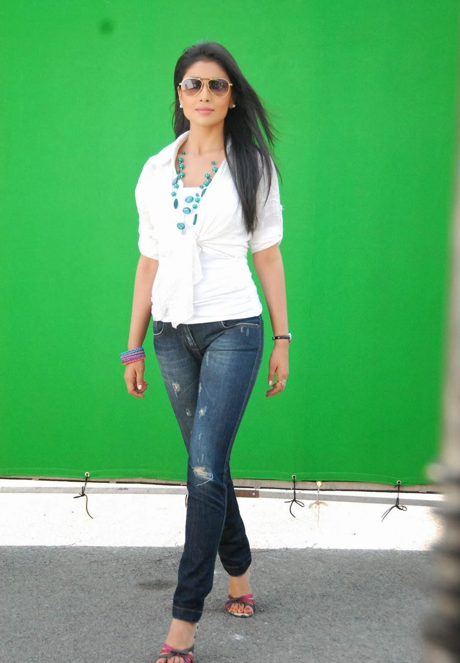 Shriya Saran Hot Pics In Jeans
