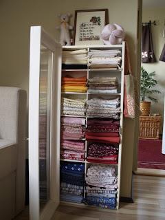 Méteráru tárolása, kis szekrény