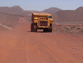 الشاحنات التي تحمل خامات الحديد