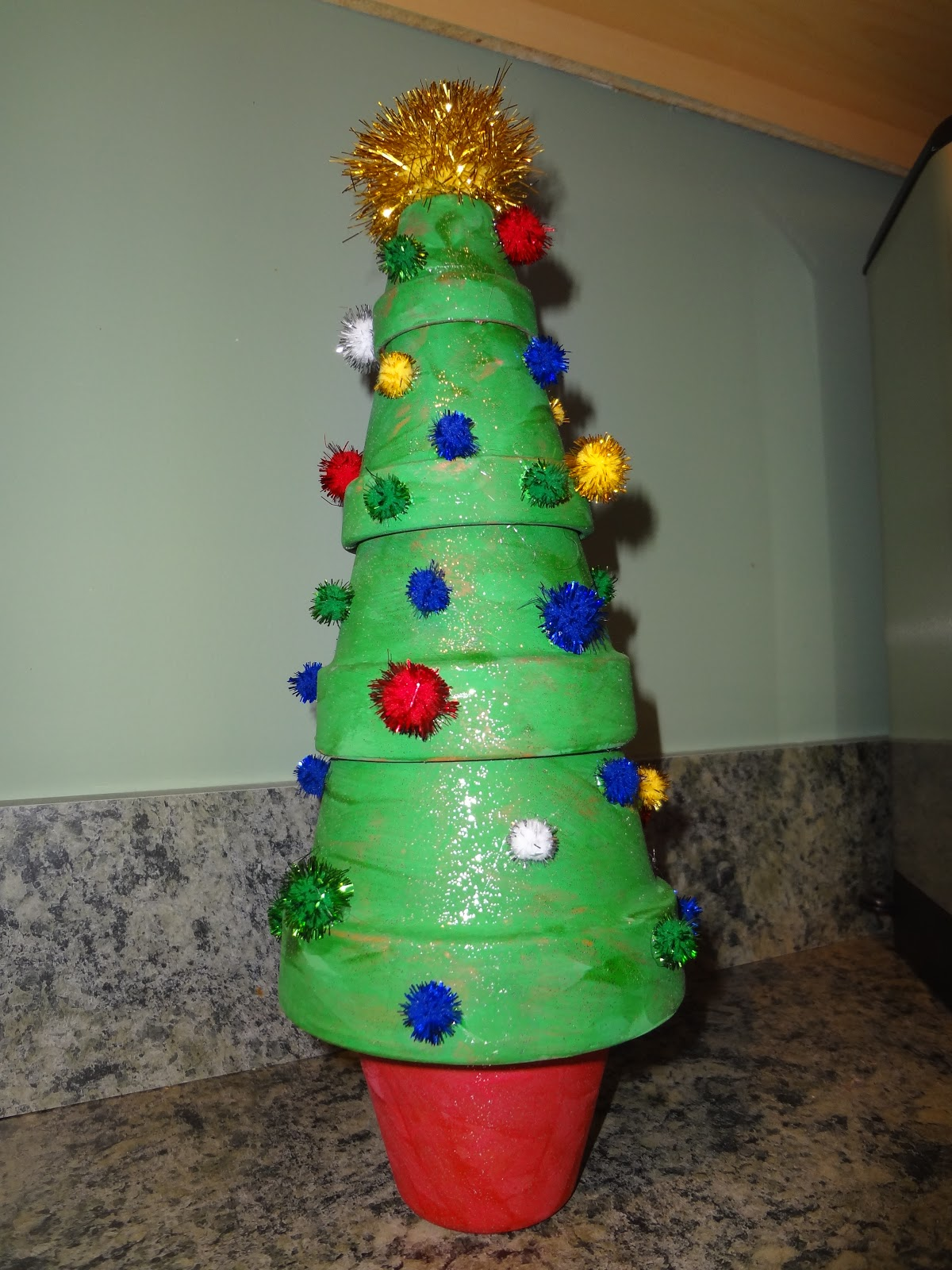 Not so crafty mama clay pot christmas tree for Small terracotta pots crafts
