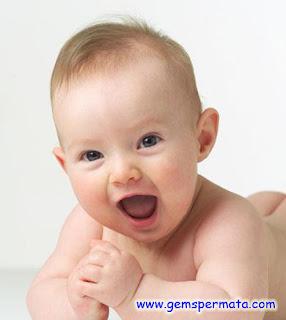 Perkembangan Bayi 8 Bulan