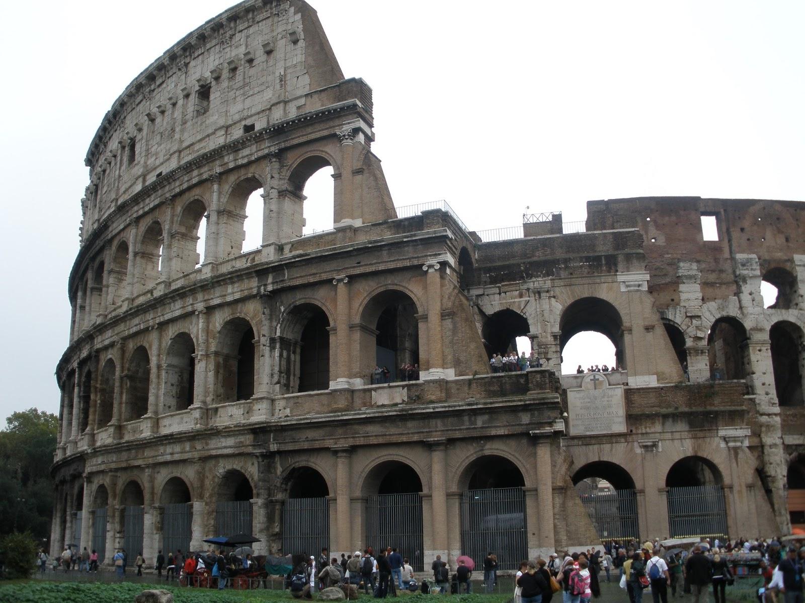 Anfiteatro del Imperio Romano, construido en el siglo I en el centro de Roma por Vespasiano.