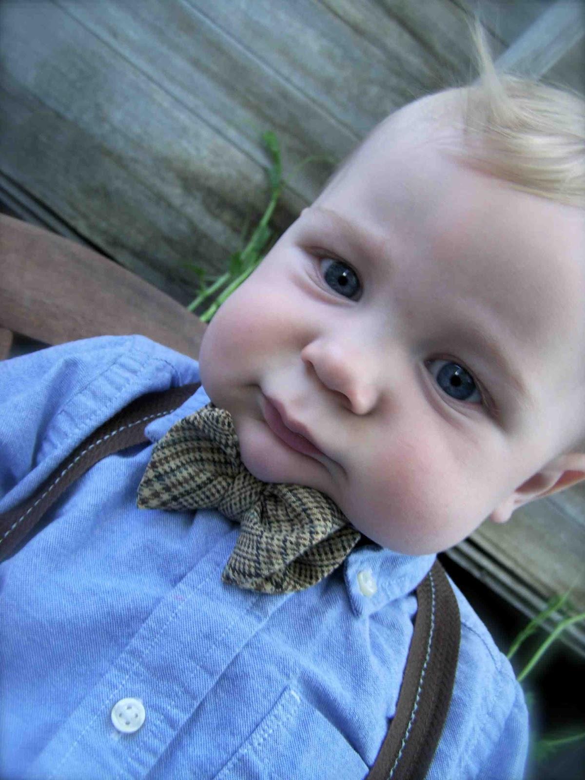 http://3.bp.blogspot.com/-FrwJSV_YzwI/T7sE_oXxD4I/AAAAAAAAElg/xNeCwBunYcQ/s1600/baby+bow+tie+tutorial.jpg