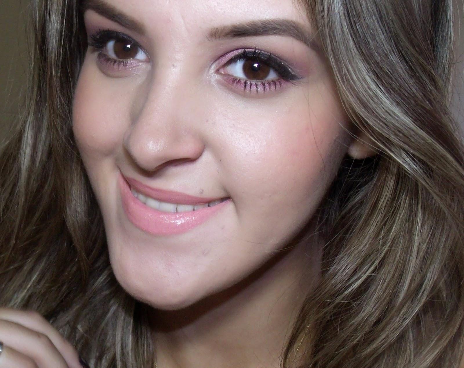 Maquiagem Rosa com Brilho