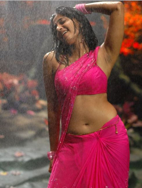 anushka+hot+photos+in+saree