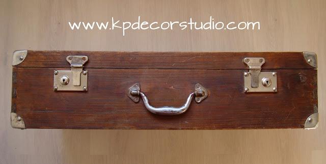 maleta con cantoneras y cerraduras de metal. comprar maleta antigua marron y metal. tienda de maletas y baules online. Maletas en Valencia