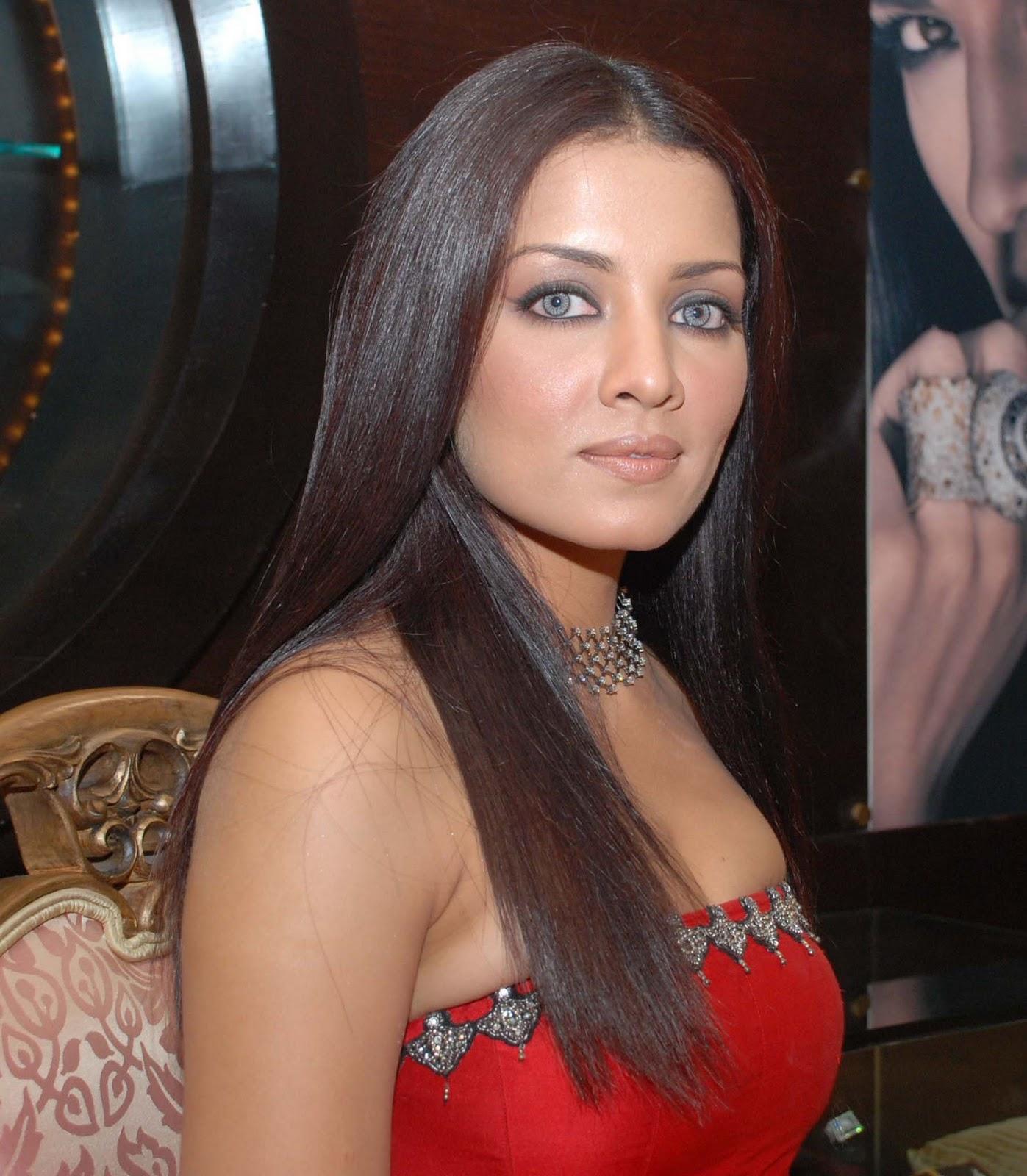 Watch Mona Singh 2003 video