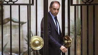 Le président de l'UMP, Jean-François Copé, quitte son domicile pour se rendre au bureau politique de son parti, mardi 27 mai 2014, à Paris.