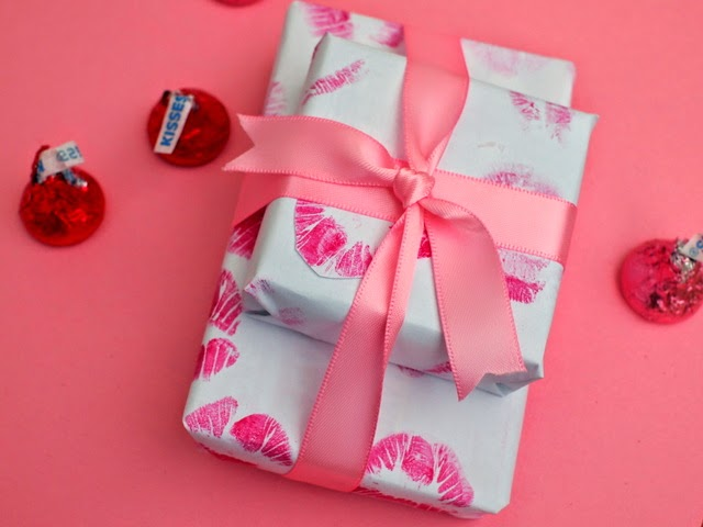 how to make DIY Kiss wrapping paper