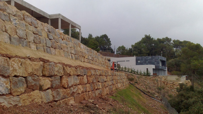 Quality garden 39 s muros de contenci n con piedra natural - Muros de piedra ...