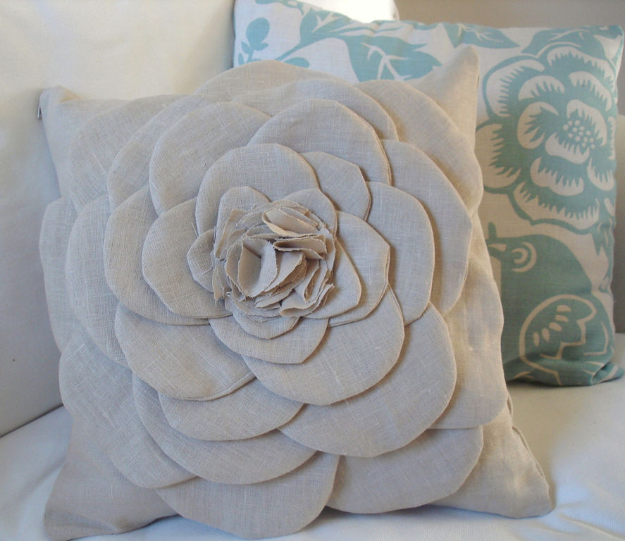 Decorative Pillows Flowers : do it yourself divas: DIY: Inspiration for Throw Pillows on a Denim Couch