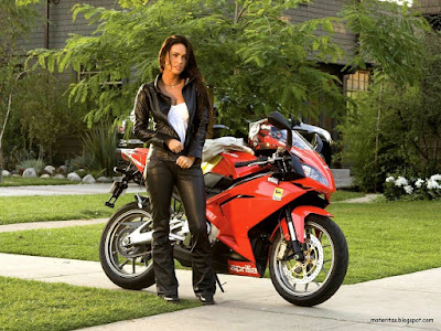 motos-mujeres-aprilia-deportiva-wallpaper-megan-fox