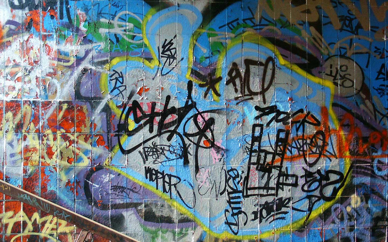 http://3.bp.blogspot.com/-FtsxmScJWS8/UJ6xGpg7PyI/AAAAAAAAB10/LrmKDkBSWCc/s1600/Graffiti_Wallpaper.jpg