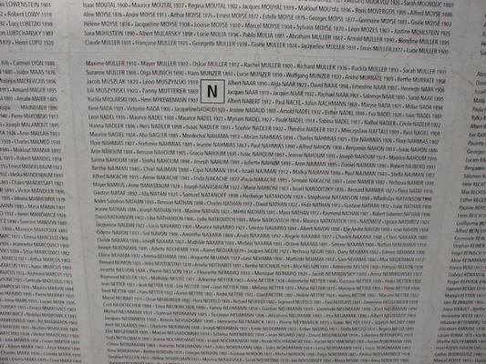http://3.bp.blogspot.com/-FtyG5GM5CAI/T3oFW3sNcJI/AAAAAAAAEys/zssux5-MhQ4/s1600/M%C3%A9morial+Shoah+Mur+noms+Nakache.JPG