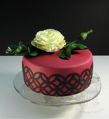 Geburtstagstorte mit Zuckerrose gumpaste rose blütenpaste
