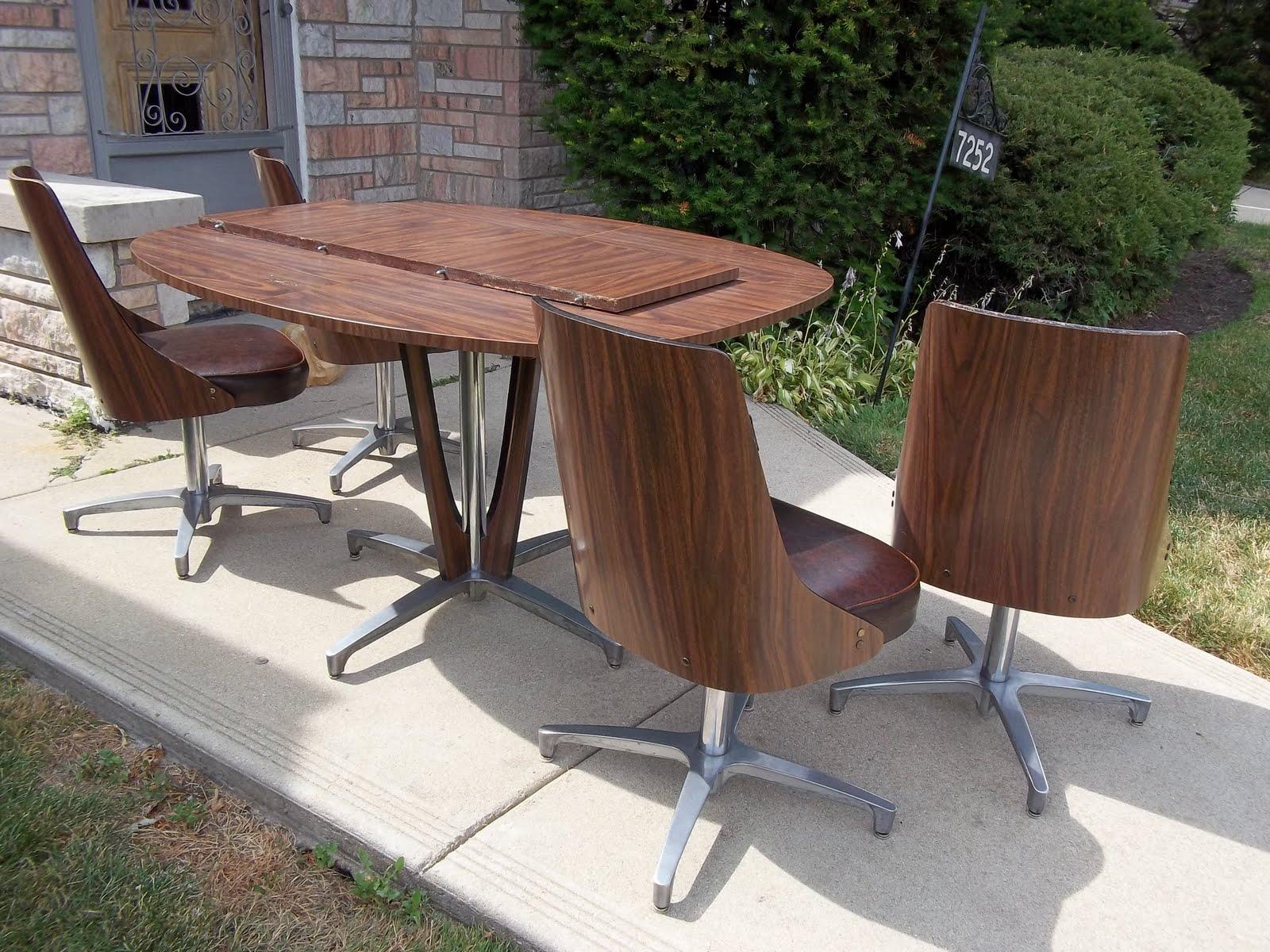 Chromcraft Mid Century Dining Room Kitchen Table Set With 4 Chairs   SOLD