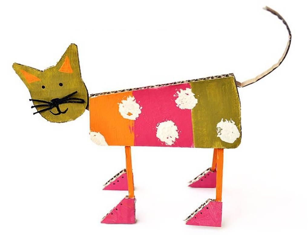 El gato con botas recicla cartón