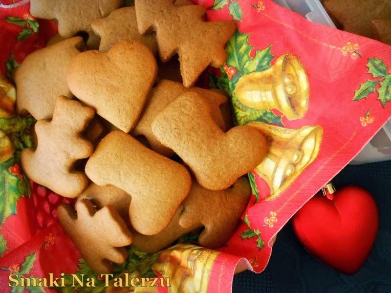 łatwe szybkie ekspresowe aromatyczne miodowe pierniczki, pierniki, świąteczne wypieki, ciastka na święta Bożego Narodzenia z melasą buraczaną melasa ciastka