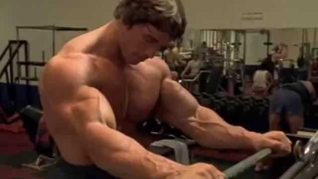 Entrainement avec Arnold Schwarzenegger, vidéo de motivation de musculation, pumping iron