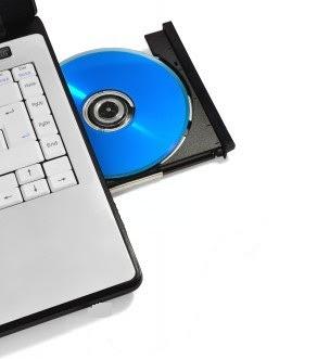 Вставьте компакт-диск в компьютер