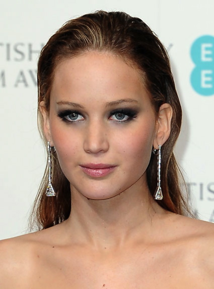 Jennifer Lawrence loves Pixi grey smokey eye