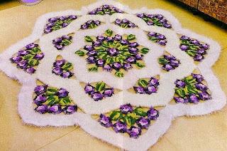 http://patronesgratisdetejido.blogspot.com.ar/2014/12/alfombra-decorativa-al-crochet.html