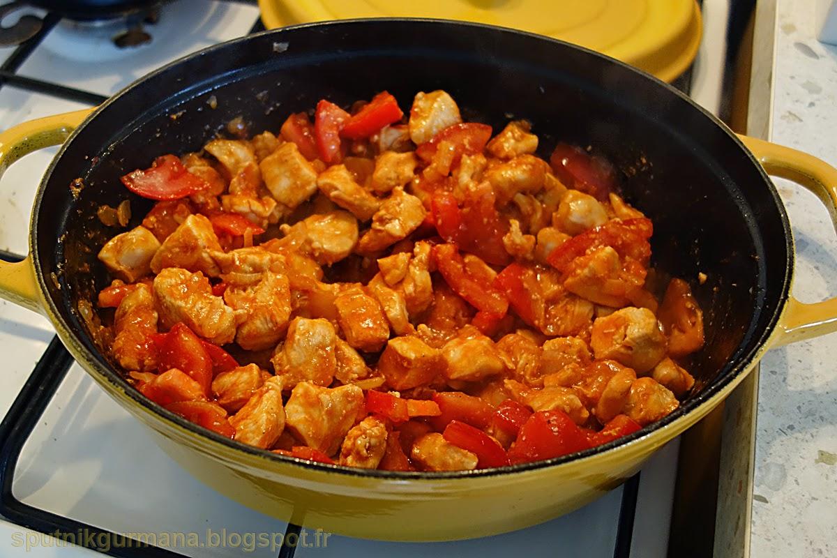 Курица, тушенная со сладким перцем-приготовление
