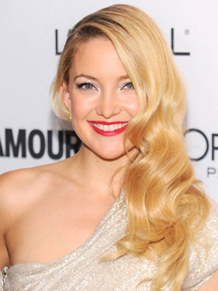 Kate Hudson goes for a retro glam look with golden finger curls.