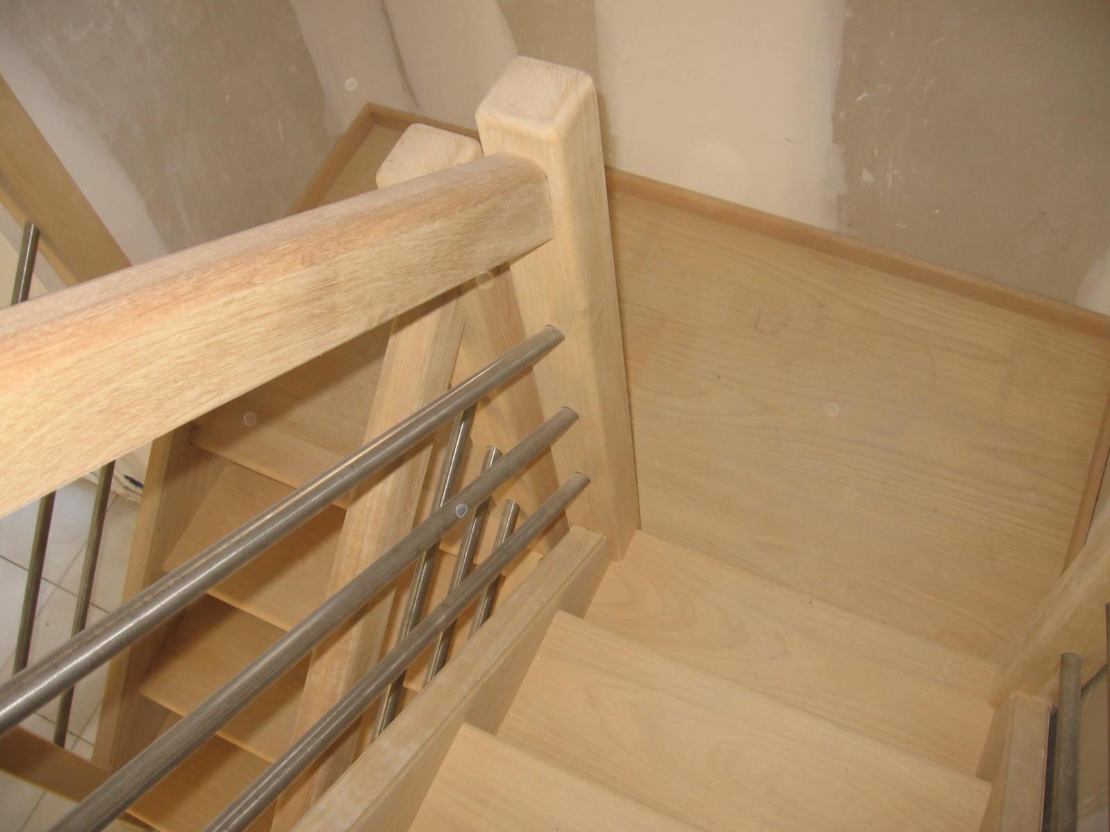 escaliersbois64800 escalier avec palier intermaidiaire bois exotique clair tauari. Black Bedroom Furniture Sets. Home Design Ideas