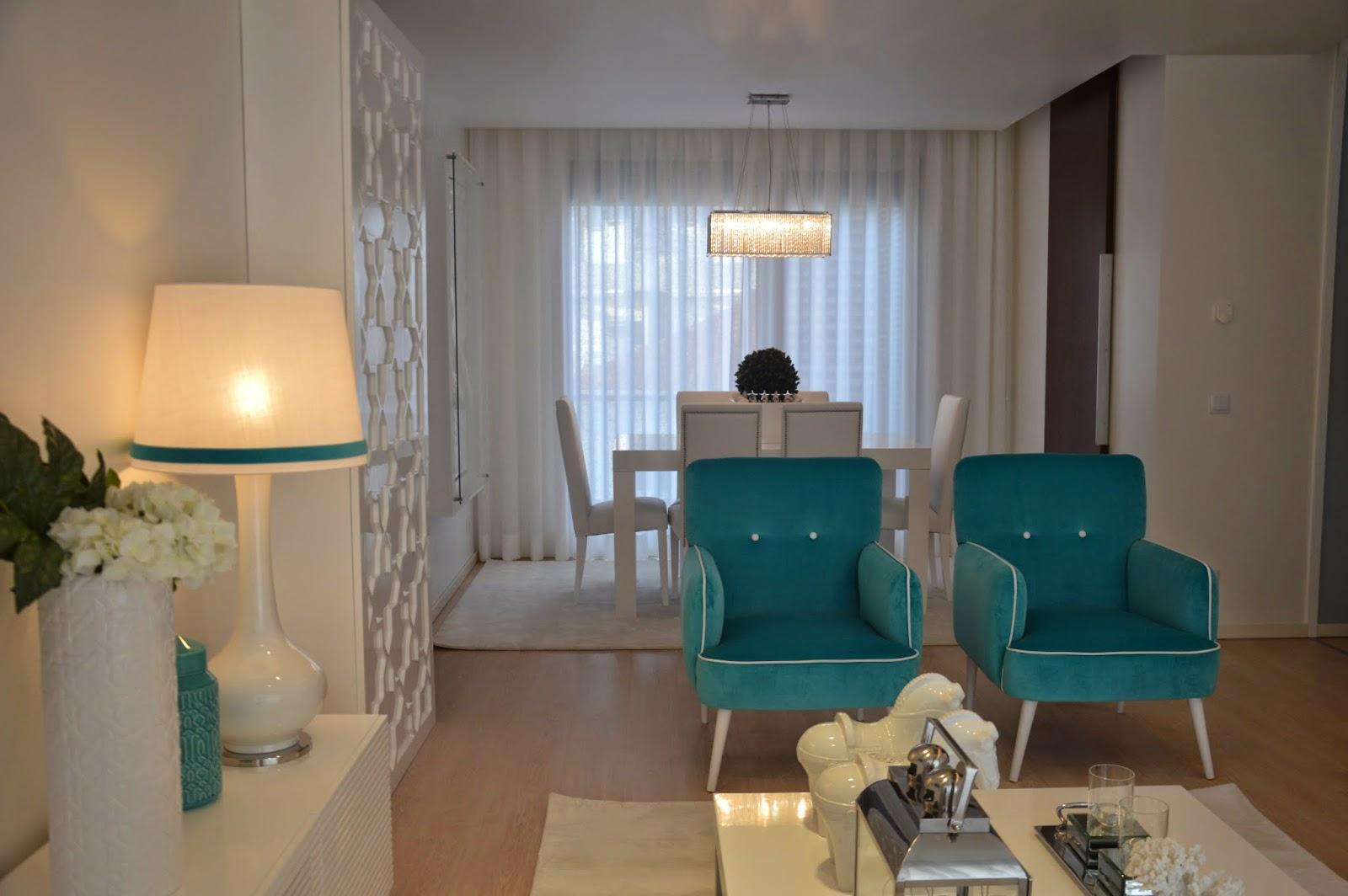 Sala Jantar Verde Agua ~ As cadeiras da sala de jantar são em pele branca e têm tachas nas
