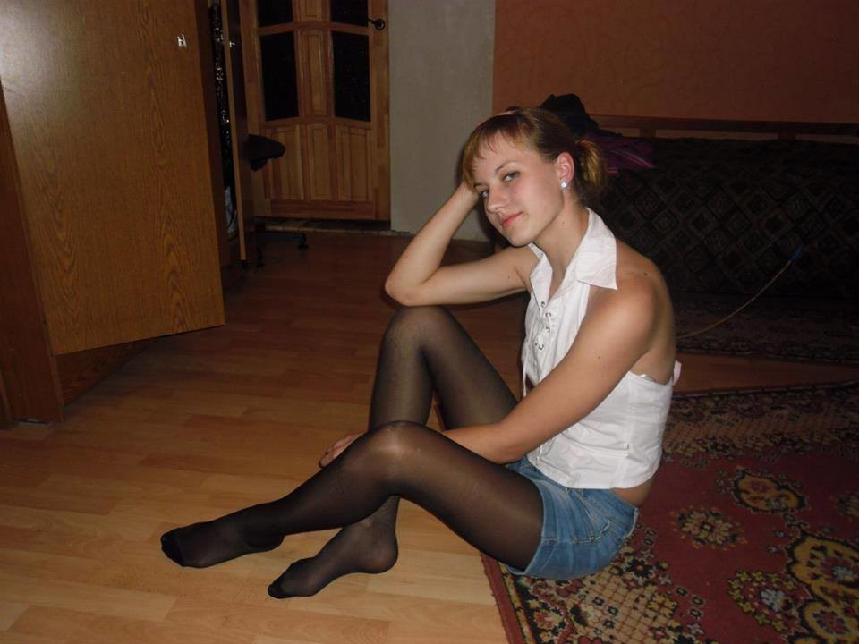 FEET, LEGS, NYLON: Amateur Teen Girls in Nylons, Stockings