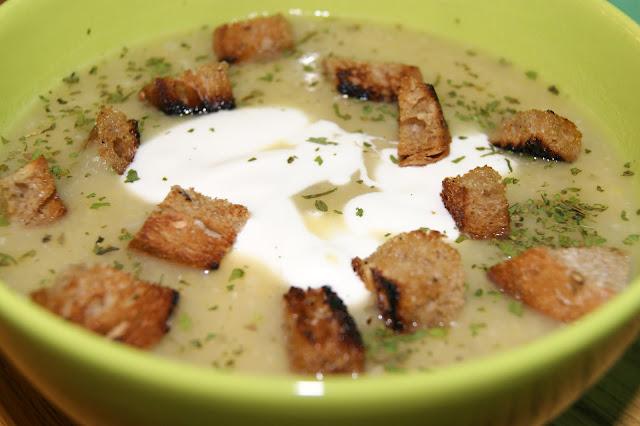 Zupa czosnkowa wg Kuchni Pięciu Przemian