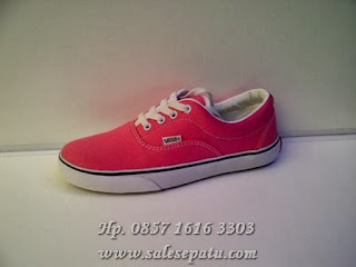 Photo Sepatu Vans Era Women's