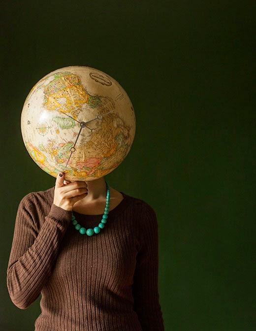 http://molliepop.com/diy-globe-clock/