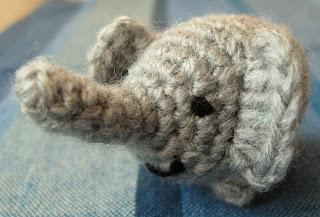 Mini Amigurumi Blog : Blog de Goanna: Patron de Mini - Elefante en Amigurumi