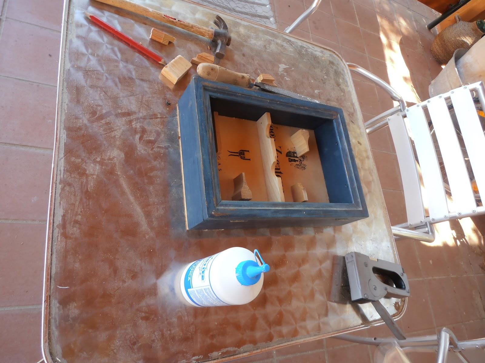 C mo hacer un jardin vertical con una caja de madera - Impermeabilizar paredes interiores ...